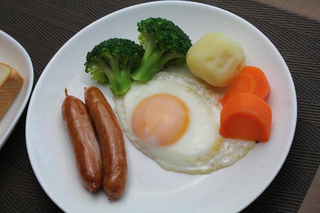 朝食の目玉焼き