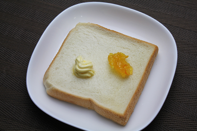 食パンとマーマレード