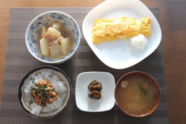 卵焼きと豚大根の朝食