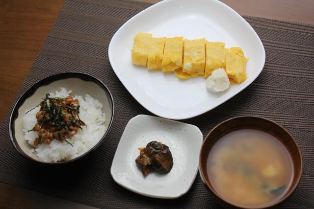 卵焼きと納豆の朝食