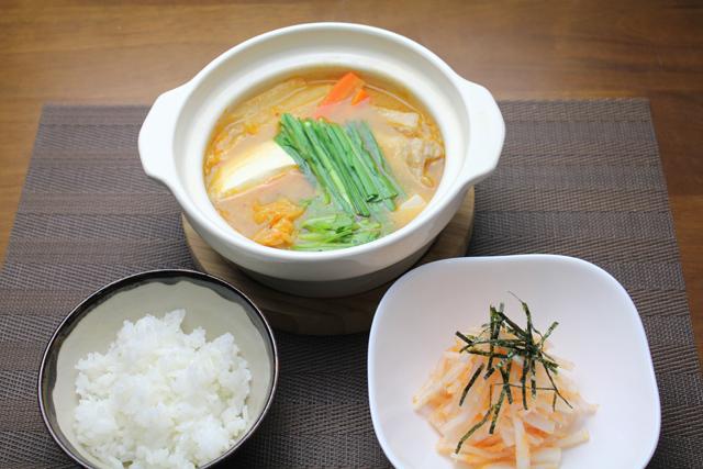 キムチ鍋と辛子明太子大根サラダ