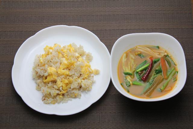 チャーハンと激辛野菜スープ