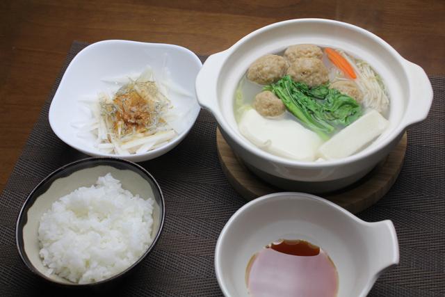 肉団子鍋と大根サラダ