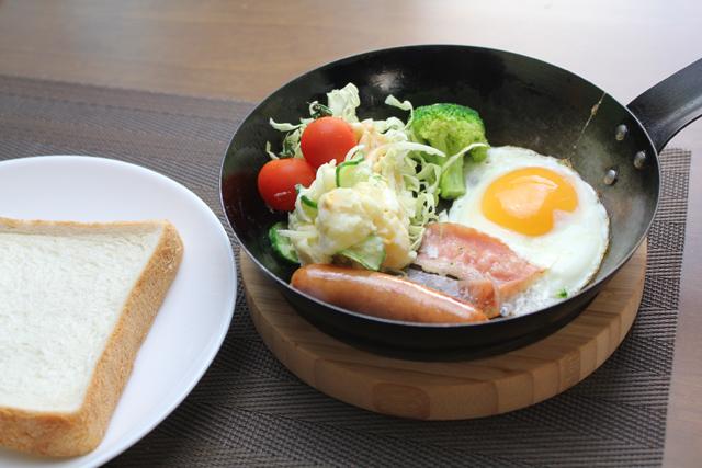 フライパンワンプレートの朝食