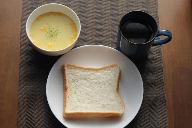 食パンとコーンスープ