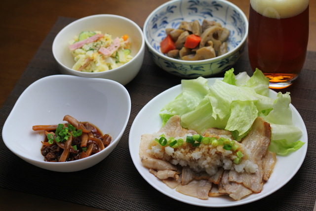 豚バラのおろしポン酢、ヤリイカの煮物、ぶつ切りきんぴら、ポテトサラダ
