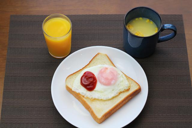 トーストの朝食