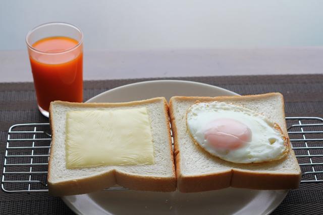 食パンの朝食