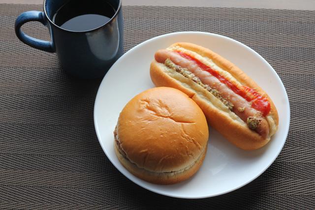 ローソン チーズバーガーとホットドッグ