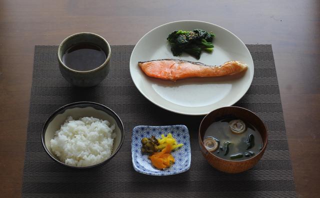 焼き鮭の朝食