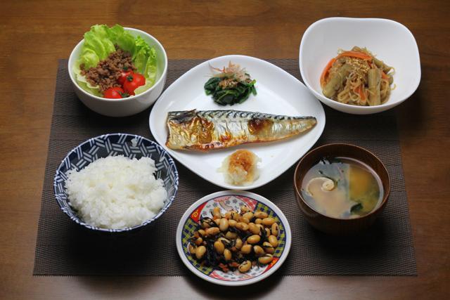 鯖の塩焼きの夕食