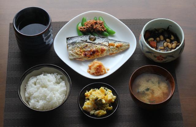 鯖塩焼きの朝食