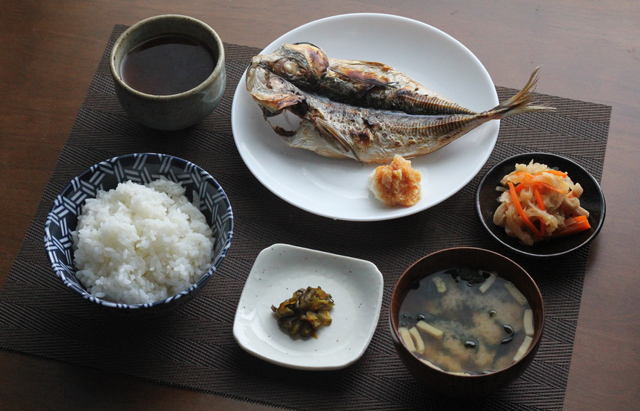 アジの開きの朝食