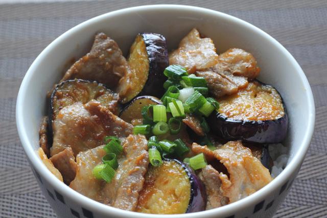 ナスと豚バラの味噌炒め丼