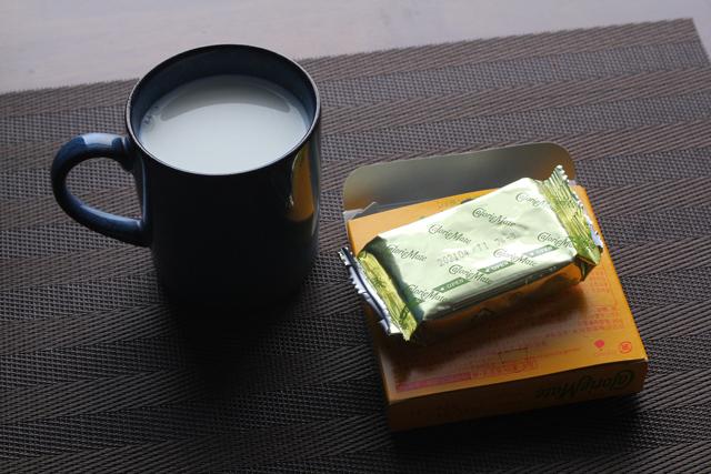 カロリーメイトとホットミルク