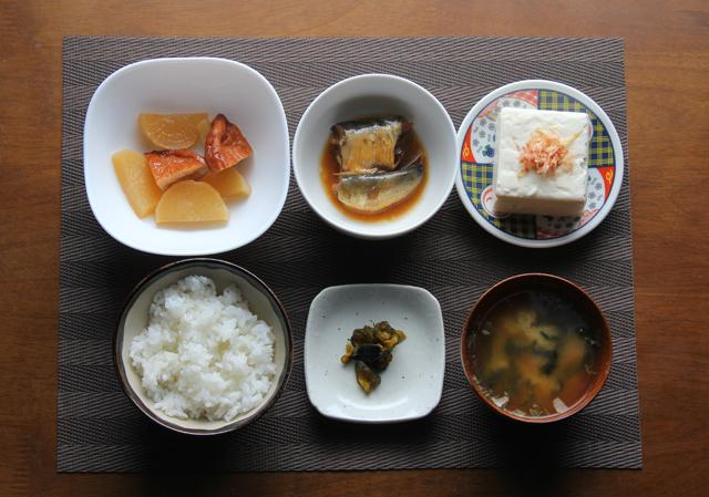 イワシ煮物の朝食