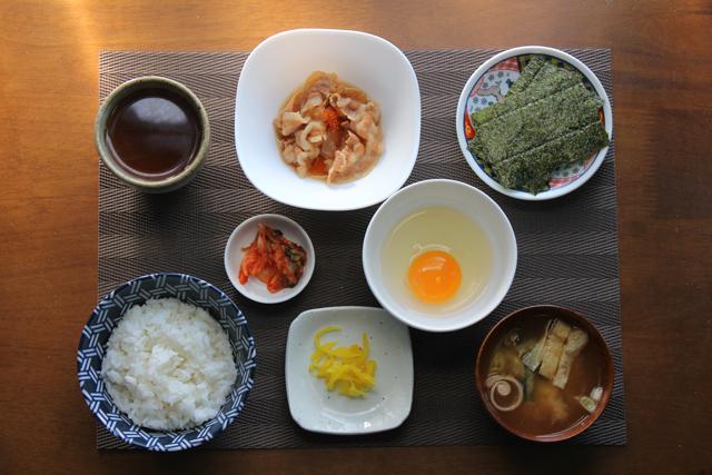豚小鉢の朝定食
