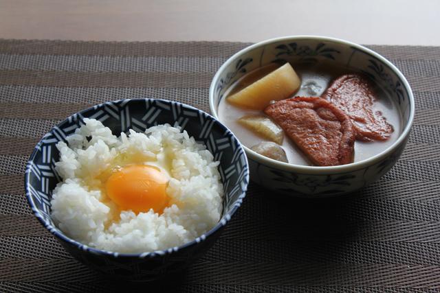 煮物と卵かけご飯