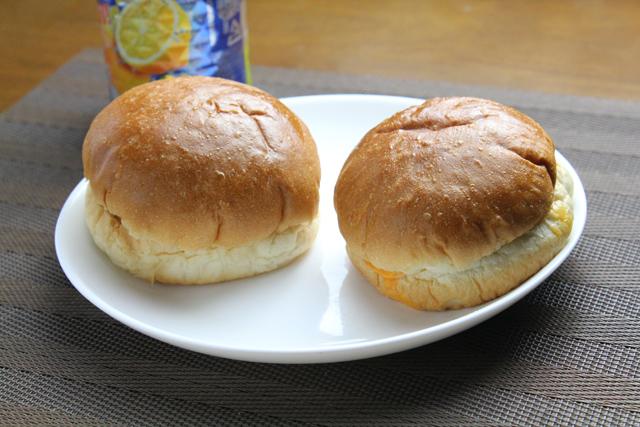 タルタルフィッシュバーガーとチーズバーガー