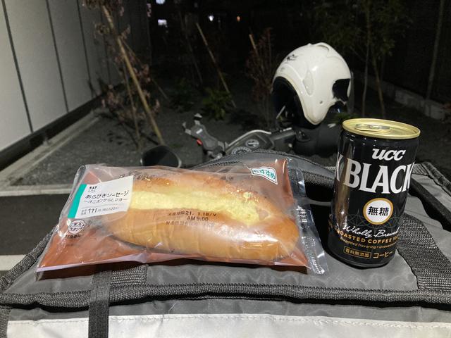 粗挽きソーセージパン