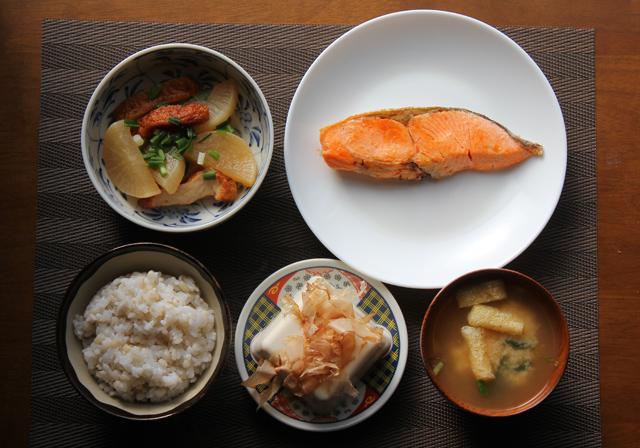塩鮭と煮物