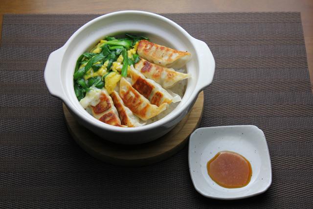 餃子ニラ玉丼
