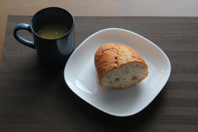 バゲットとコーンスープ