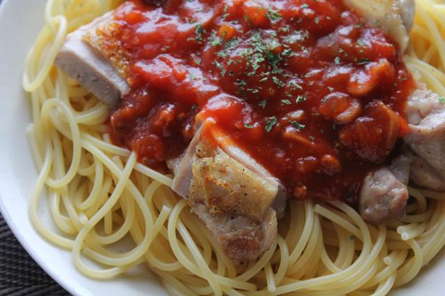 鶏塩焼き入りミートソーススパゲティ