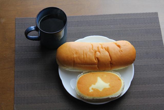 コッペパンと北海道チーズ蒸しケーキ