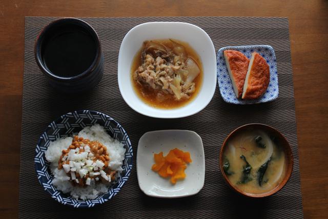 牛小皿の朝定食