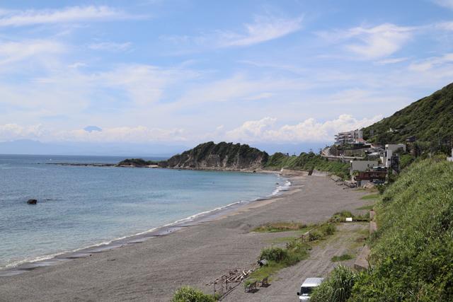 海岸越しの富士山