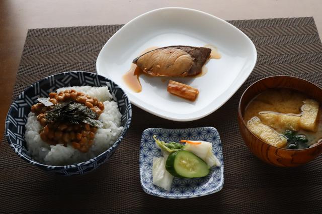 ぶりの照焼と納豆