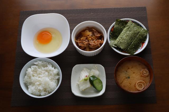 豚小皿の朝定食