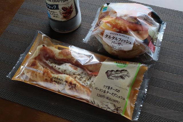 フィッシュバーガーと惣菜パン