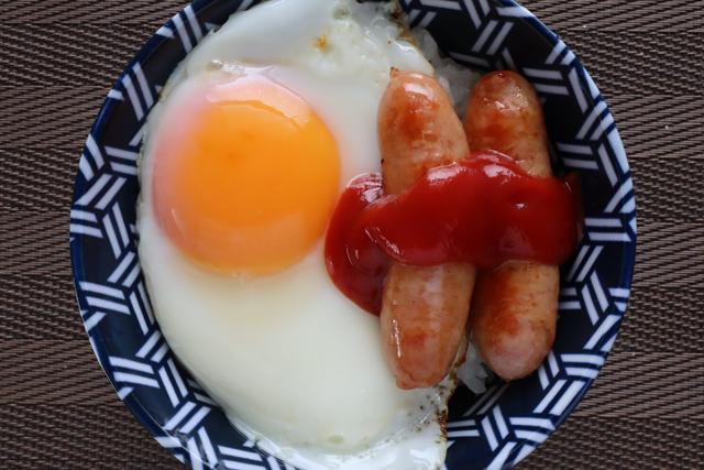 ソーセージエッグご飯